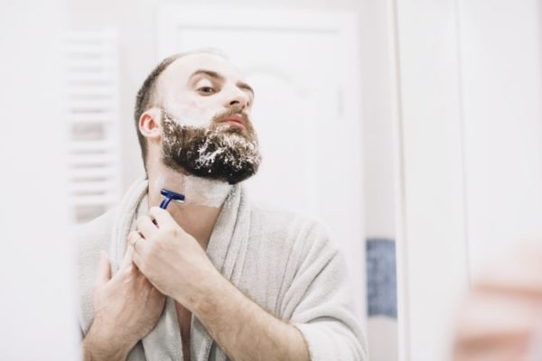 comment-tailler-barbe-au-cou